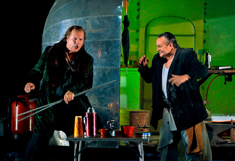 Stefan Vinke (Siegfried) and Andreas Conrad (Mime).